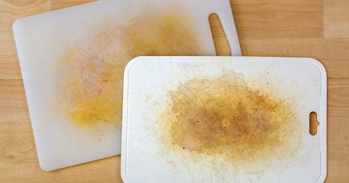 removing stains from the chopping board